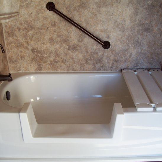 Tub with grab bar